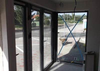 montaz vstupnych sklenenych stien (1)