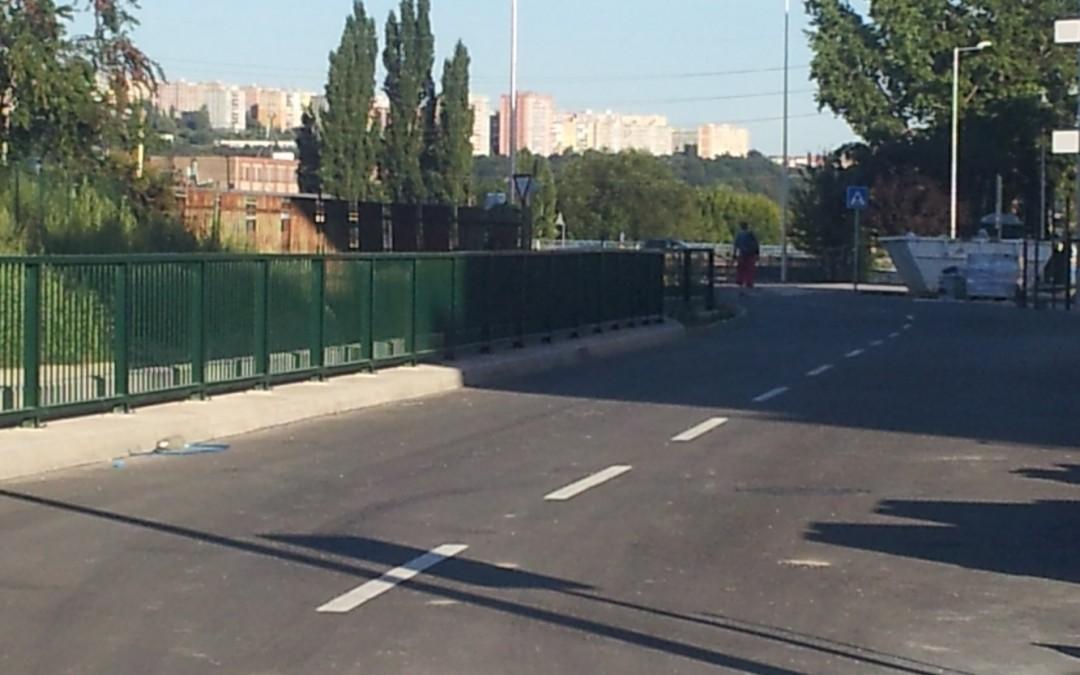 Realizácia vnútroareálových chodníkov v projekte Park Anička…